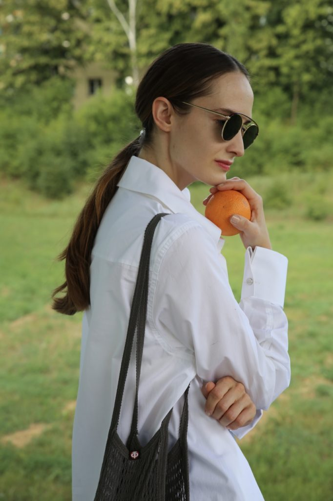 girl with oranges 5